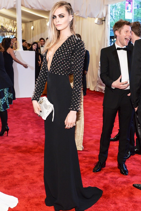 Cara Delevingne looked amazing in this Burberry number